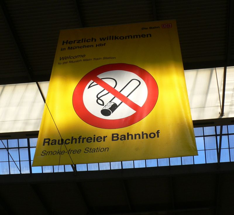 Bahnhof smoke free